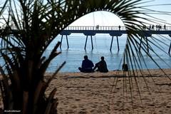 Passejant per la platja.....Pasaeando por la playa. (AviAntonio) Tags: mar pontdelpetroli persones aigua blaus personas agua azules mediterrani badalona barcelona