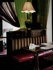 NOOK AT O' DONOVAN'S, MINNEAPOLIS, MN (panache2620) Tags: donovans pub nook cozy intimate minneapolis minnesota bar irishpub traditional eos canon ekamil