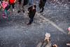 129-Confetti (Alain COSTE) Tags: bordeaux carnaval coursvictorhugo enfants lesgens parkingvictorhugo pointdevue procession confetti défilé hauteur rue gironde france fr