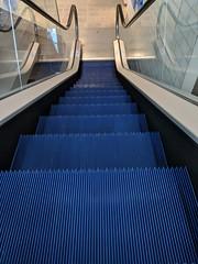 Königsblauer Transporter (schiiiinken) Tags: schalke netapp scb 2019 s04 1904 gelsenkirchen rolltreppe königsblau auf