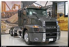 Mack Anthem 62T Daycab (uslovig) Tags: mack anthem 62t daycab allentown pa pennsylvania usa america amerika 2017 truck lorry camion camiones lkw lastwagen lastkraftwagen hauber conventional showroom 6x2 graphite gray pearl axalta 874763