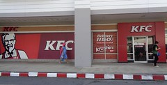 700 branches now in thailand (the foreign photographer - ฝรั่งถ่) Tags: kfc kentucky fried chicken restaurant tesco lotus laksi bangkhen bangkok thailand sony