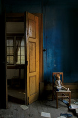 Tengo una muñeca (f@gra) Tags: abandoned antique design doll indoor interiordesign sigma sony urbex