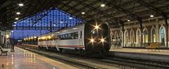 Otras épocas (Iago G. V.) Tags: medina del campo serie 594 594014 noche tren media distancia regional renfe viajeros