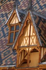 Burgundy's Roofs (gripspix) Tags: 20180927 beaune hôteldieu bourgogne burgundy burgund france frankreich vacances ferien hospital museum musée hospicesdebeaune dach roof tiles tziegel glasiert glazed bunt colorful dachgaube dormer