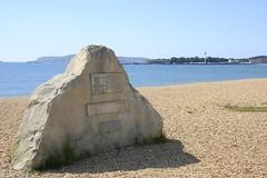 Overcombe Shingle Beach Memorial Stone (Stu.G) Tags: canon canoneos40d eos 40d canonefs1785mmf456isusm efs 1785mm f456 is usm england uk unitedkingdom united kingdom britain greatbritain d europe eosdeurope 5aug17 5th august 2017 5thaugust2017 august2017 5thaugust 5817 582017 050817 05082017 overcombe shingle beach memorial stone overcombeshinglebeachmemorialstone sea weymouth shinglebeach