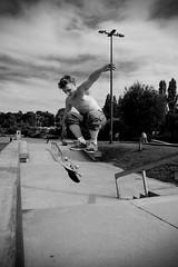 Skatepark (Amanda Hinault - Actvités Humaines) Tags: ccbysa photobyamandahinault creativecommons pentax pentaxk1ii pentaxart noiretblanc blackandwhite nb noirblanc blackwhite bw monochrome skate skatepark skater street