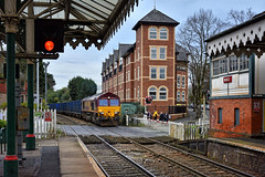 Red for Danger (whosoever2) Tags: uk united kingdom gb great britain england nikon d7100 train railway railroad december 2018 hale cheshire clc signal station levelcrossing dbcargo class66 66142 6e26 knowsley wilton
