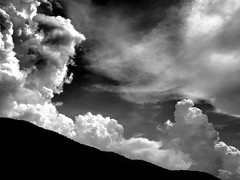 Lanschaft, Wolken und Kontraste (PHOTOGRAPHY Toporowski) Tags: schwarz shadow light abstrakt shine summer blackwhite himmel landschaft schwarzweis berge existinglight schatten landscape licht rocks eschweiler nrwnordrheinwestfalen deutschland deu