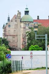 4708 Rückansicht vom Schloss Güstrow - das Güstrower Schloss ist eines der bedeutendsten  Renaissancebauwerke Norddeutschlands und ist weitgehend im Originalzustand erhalten. Der  Nordflügel des Schlosses wurde 1591 nach Entwürfen des Architekten Philipp (stadt + land) Tags: rückansicht schloss güstrower schlos renaissancebauwerk norddeutschland originalzustand nordflügel 1591 entwürfe architekt philipp brandin erbaut ostflügel entstand 1594 claus midow stadtrundgang impressionen güstrow barlachstadt residenzstadt bilder foto altstadt mecklenburgvorpommern mecklenburg stadt stadtportrait historisch modern interessant sehenswürdigkeiten