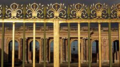 Grille dorée (Chrisar) Tags: grille trianon doré nikond750 angénieux3570 dxophotolab