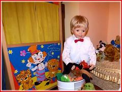 Auf zum Theater spielen ! / Let's play theatre ! (ursula.valtiner) Tags: puppe doll luis künstlerpuppe masterpiecedoll kasperltheater punchtheatre kasperlfiguren handpuppets punchpuppet