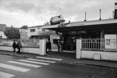 Beaumont sur Oise Nostalgie années 60 (Martial Soula) Tags: kodaktmax100 nikonfeyelevel pellicules nikon nikonfrance beaumontsuroise argentique street kodak sixties blackwhite noirblanc nostagie