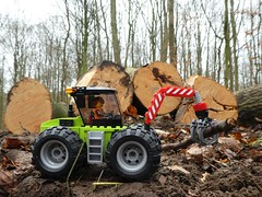 Holzrücker (captain_joe) Tags: toy spielzeug 365toyproject lego minifigure minifig car auto trecker tractor 60181 wald wood