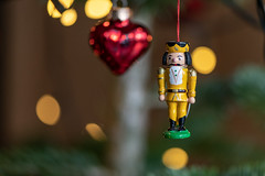 Christbaumschmuck - Nussknacker 1041 (Peter Goll thx for +10.000.000 views) Tags: 2018 weihnachten erlangen bayern deutschland de nussknacker christbaumschmuck christbaum christmasstree christmas macro makro bokeh nikon nikkor 105mm d850 nutcracker tree chuck