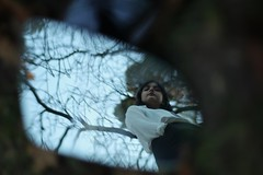 reflejos (itscstr) Tags: friend amiga eos1200d canon reflejo reflection espejo mirror retrovisor broken roto dark oscuro 50mmf18 grass hierba césped girl chica retrato portrait spain españa madrid retiro parquedelretiro retiropark