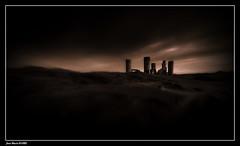 Mystérieux...... (faurejm29) Tags: faurejm29 canon ciel sigma paysage sky nature monochrome ruine
