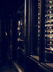 wine shop (N.sino) Tags: パリ 顔 酒屋 サンジェルマンデプレ leica m9 voigtlander ultron35mmf17 saintgermaindesprés vin wineshop face reflection paris