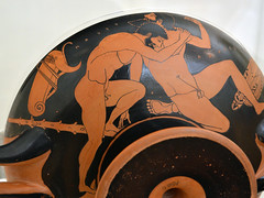 Athenian Red Figure kylix representing Herakles wrestling Antaios (diffendale) Tags: 5thcbce early5thcbce 1sthalf5thcbce 1stquarter5thcbce 490sbce 480sbce redfigure atticredfigure athenianredfigure latearchaic kylix cup drinking myth wrestling athletics sports games competition agon athlete hercules hercule herkules геркуле́с هرقل ἡρακλῆσ ηρακλήσ herakles héraclès heracles гера́кл eracle antaeus antaios anteo ἀνταιοσ عنتي антей greece ελλάδα grecia griechenland grèce греция yunanistan greek greco grecque اليونان ελληνικόσ museum museo museu musée μουσείο музеи müze artifact display exhibit متحف ancient antico antique archaeological archeologico
