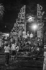 (kuuan) Tags: omzuikoautowf2824mm om olympus 24mm f28 mf manualfocus ilce7 bali indonesia sonya7 sony purapenataransasih pejeng odalan temple festival balinese ceremony moon entrance bw photo pose couple night