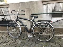 IMG_0134 (De avonturen van de Argusvlinder) Tags: gevonden gevondenvoorwerp lostfound cingelstraat breda fiets bakfiets altecmanta