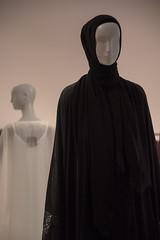 Contemporary Muslim Fashions im MAK- PK-bw_20190403_8479.jpg (Barbara Walzer) Tags: 030419 contemporarymuslimfashions mak museumangewandtekunstfrankfurt