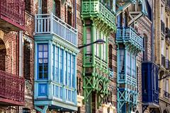 Façades à Mers-les-Bains (Lucille-bs) Tags: europe france hautsdefrance somme merslesbains façade couleur architecture picardie fenêtre