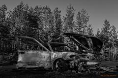 SAAB b/w (MIKAEL82KARLSSON) Tags: burn brand bil car saab junk svartvit bw abandoned bilbrand sverige sweden sony sigma 20mm mikael82karlsson