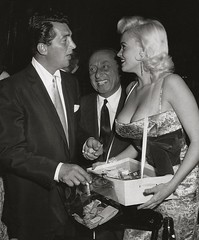 Dean Martin, Joe Pasternak en Jayne Mansfield (poedie1984) Tags: jayne mansfield vera palmer blonde old hollywood bombshell vintage babe pin up actress beautiful model beauty hot girl woman classic sex symbol movie movies star glamour girls icon sexy cute body bomb 50s 60s famous film kino celebrities pink filmstar filmster diva superstar amazing wonderful american love goddess mannequin black white tribute blond sweater cine cinema screen gorgeous legendary iconic joe pasternak dean martin boobs décolleté jurk dress oorbellen earrings cigarettes sigaretten geld money dollar
