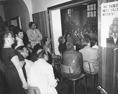 Schulbesetzung_Reher_48 (Klosterschule) Tags: klosterschule hamburg schulbesetzung besetzung schwarzweis blackandwhite history geschichte schulgeschichte historisch school schule 1981 80er 80s