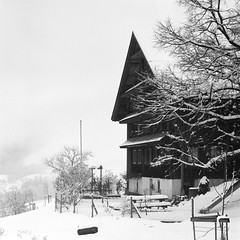 Winter Farm  (Film) (Harald Philipp) Tags: snow winter farmhouse farm hill white blackandwhite mediumformat 120 pro400h fujifilm switzerland zug aegeri aegerital tree hasselblad 503cx