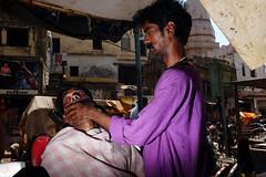 Varanasi, 2019 (sirasizz) Tags: street streetphotography india indian people haircut barber