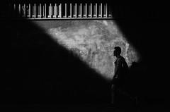 En Proyección / In Projection (natan_salinas) Tags: valparaíso valpo streetphotography fotografíaurbana fotografíacallejera bw blackwhite blanconegro bn blancoynegro blackandwhite monocromático monochrome nikon gente look people city ciudad d5100 calle street 50mm architecture noiretblanc urbe urban urbano arquitectura luz light shadow sombras man hombre male