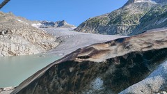 Rhone Gletscher / Alpen (Luftbild Bochum) Tags: rhone gletscher alpen schweiz eisgrotte hone obergoms bergwelt alpenpanorama natur see eishöhle sehenswürdigkeit himmel wasser kliff berg landschaft bucht abhang personen felsen meer strand