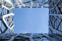 Look up (Jan van der Wolf) Tags: map189357v view doorkijk lorient lowpov pov perspective frogperspective perspectief kikvorsperspectief lookup architecture architectuur lines lijnen lijnenspel interplayoflines playoflines sky gebouw building geometric geometrisch geometry gap