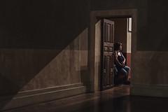 L'attente (Isa-belle33) Tags: light lumière door porte people personne woman femme humain shadow ombre fujifilm
