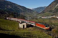 1144 117, IC 690 ( Wien Westbf > Villach ). Angertal (M. Kolenig) Tags: 1144 intercity schachbrett tauernbahn gasteinertal baum