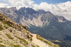 La strada verso il Latemar (cesco.pb) Tags: valdifassa valdega catinaccio rodadivael latemar dolomiten dolomiti dolomites alps alpi italia italy canon canoneos60d tamronsp1750mmf28xrdiiivcld montagna mountains