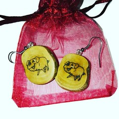 Pig earrings #handmadejewelry #retrosheep #cats #gifts #personalised #necklace #earrings #keyring #knitwear #fashion #socks #hats Available on #Amazonhandmade #amazon #ebay #etsy #FolloMe #share #blog #join #subscribe #followforfollowback Retrosheep.com (RetrosheepCharms) Tags: pig earrings handmadejewelry retrosheep cats gifts personalised necklace keyring knitwear fashion socks hats available amazonhandmade amazon ebay etsy follome share blog join subscribe followforfollowback retrosheepcom