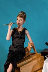 Audrey Hepburn - Breakfast at Tiffany´s 1/6 (FabianoScanc) Tags: audreyhepburn breakfastattiffany´s tiffany onesixthscale hottoys 16 toys doll cat shine movie film pink 1961 collector barbie starace diamonds retrato jewelry