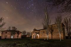 En la noche (Victor Aparicio Saez) Tags: ermita estrellas fotoconamparohervella iglesia iluminación invierno naturaleza noche nocturna paisaje pintarconluz pueblorural árboles ayllón segovia españa es