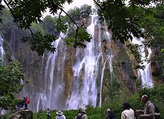 Lenços brancos!! (puri_) Tags: cascatas plitvice parque água árvores pessoas