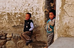 Nepal- Mustang- Ghami (venturidonatella) Tags: nepal mustang ghami ghemi asia portrait portraits ritratto ritratti people persone gentes gente bambino children infanzia nikon nikond300 d300 emozioni emotion hymalaya tibetan tibetani colori colors