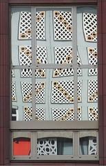 Fassadenspiegelung - Trier (Credi) Tags: fassadenspiegelung spiegelung verzerrung trier weberbach stadtarchiv paxbank reflektion reflection abstract surreal trugbild illusion