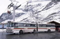 Setra SG 180 - Val d'Isère, Savoie 73 © ET (Car-Histo-Bus) Tags: setra sg180 stvi savoie 73 valdisère 1988 buses bus setrakässbohrer skibus triaxle triaxlebus setrabus années80 setrasg180 chb carhistobus mars march 1980s erictourniquet rhônealpes régionrhônealpes auvergnerhônealpes