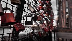 locked, verschlossen war gestern (Froschkönig Photos) Tags: locked verschlossen schloss schlösser hubbrücke magdeburg elbe rot red rosso herz heart herzen hearts love