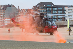 BAF_Westland_SeakingMk48_RS05_dePanne_beach_smokemarker (Yannick VP) Tags: turboshaft airplanespotting planespotting photography aviation eu europe be belgium offairport beach scheme paint colors colours livery special 25years rs05 mk48 seaking sh3 westland sikorsky airforce belgian baf wing rotary rotorcraft helo heli helikopter sar searchrescue military