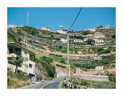 Madeira, Lisboa (Sr. Cordeiro) Tags: madeira portugal ilha island estrada road viagem trip monte montanha mountain casas houses panasonic lumix gx80 gx85 14140mm