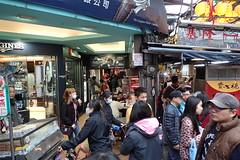 foule à Keelung (2) (8pl) Tags: gens keelung passants foule personnes rue animation vie nourriture scène taïwan streetfood street life grouillement