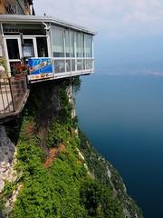 Vertigo (madbesl) Tags: italien italy italia europa europe gardasee lagodigarda lakegarda lombardei lombardia lombardy see lake aussicht view olympus omd em10 m10 omdem10 zuiko1250 pieve